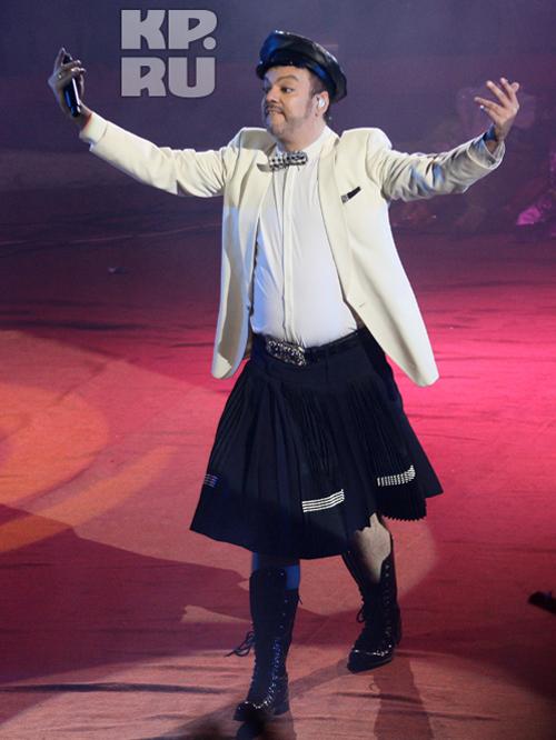 Киркоров задирает юбку